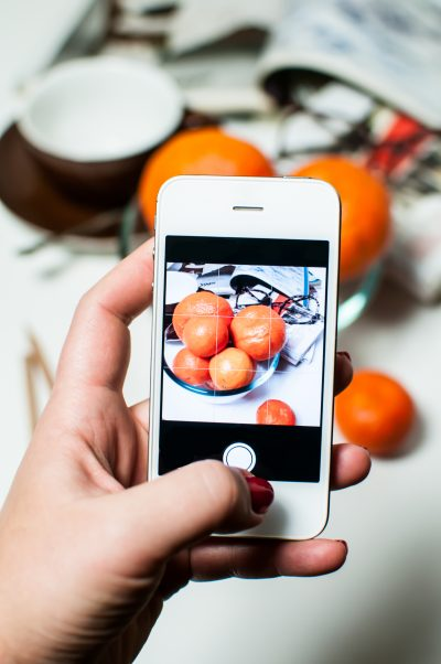 taking-picture-of-food